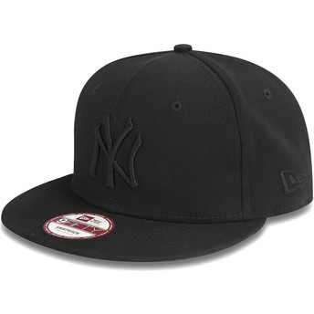New Era Flat Brim 9FIFTY Black on Black New York Yankees MLB Black Snapback Cap